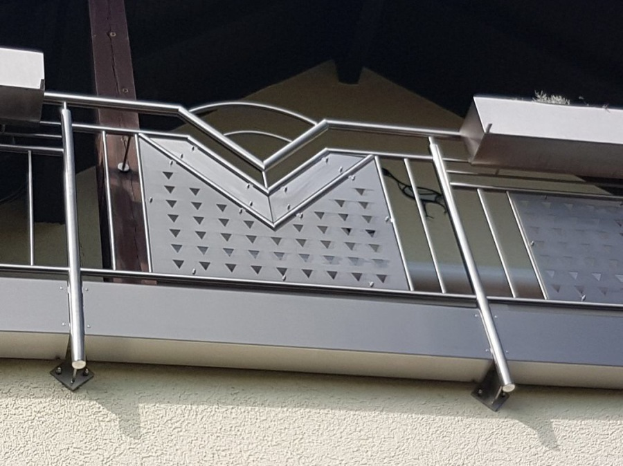 Montagebau Marc Zettl Lochblech Stabe